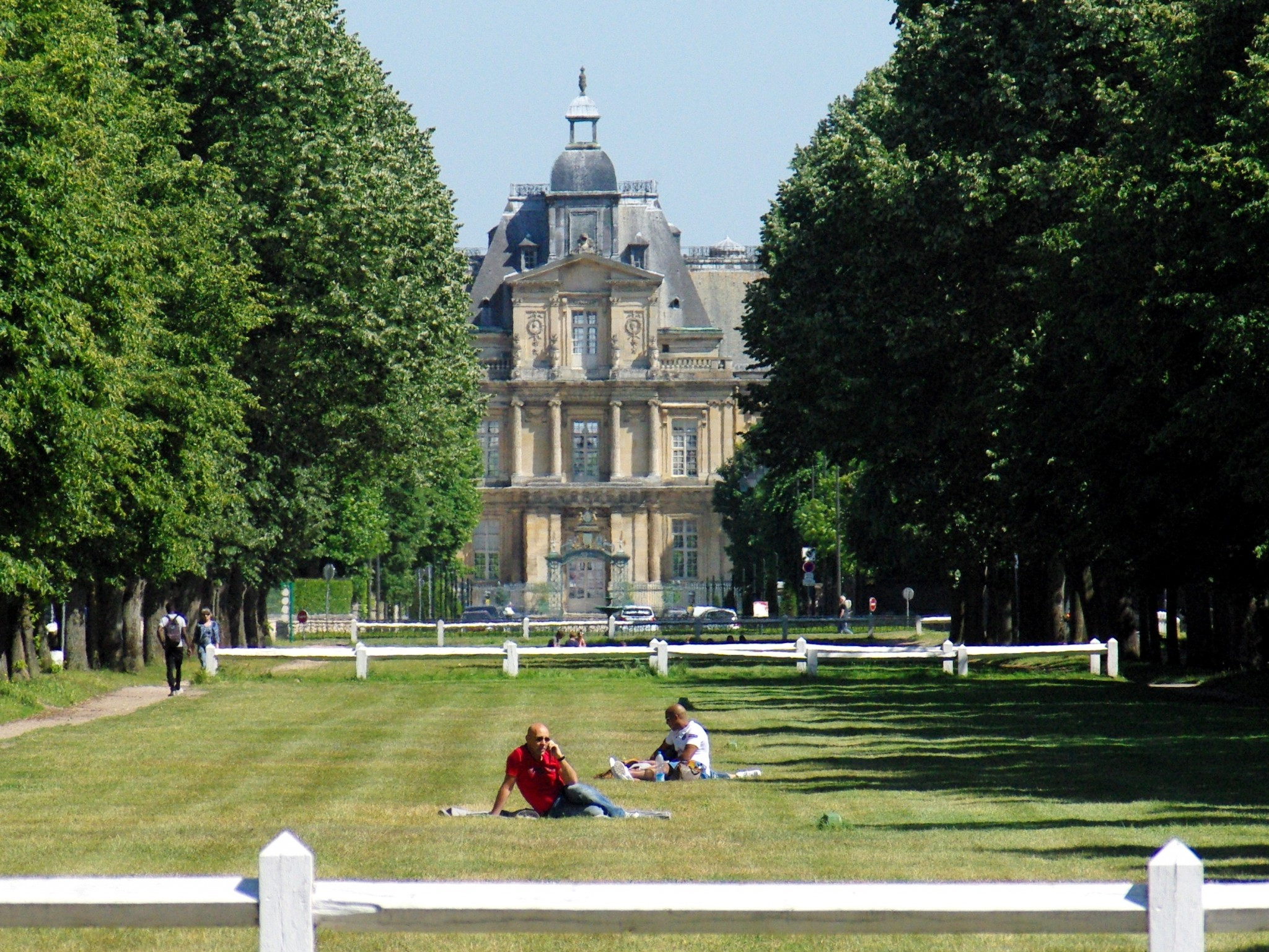 The château of Maisons-Laffitte from the Park © French Moments