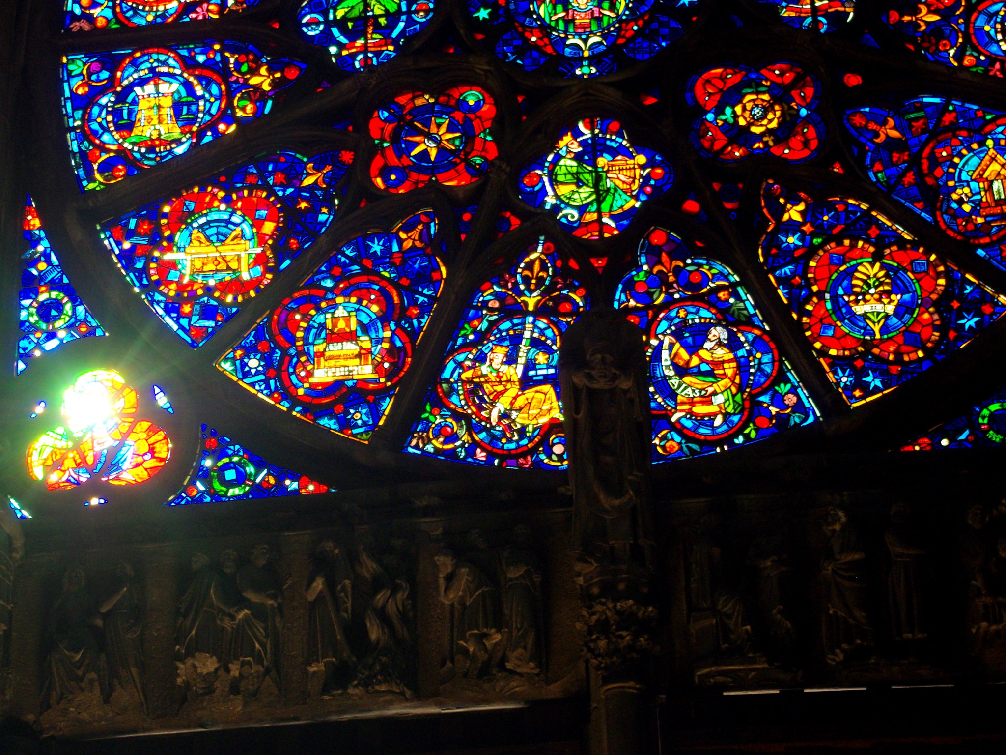 Details of a rose window © French Moments