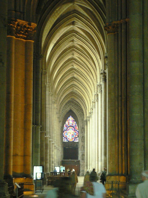 A side aisle of the nave © French Moments
