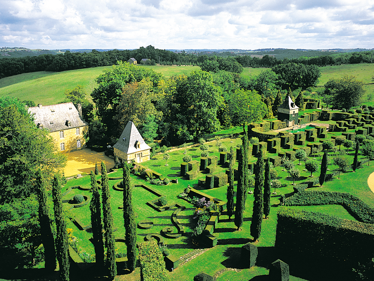 The gardens of Eyrignac from above © J.B Leroux