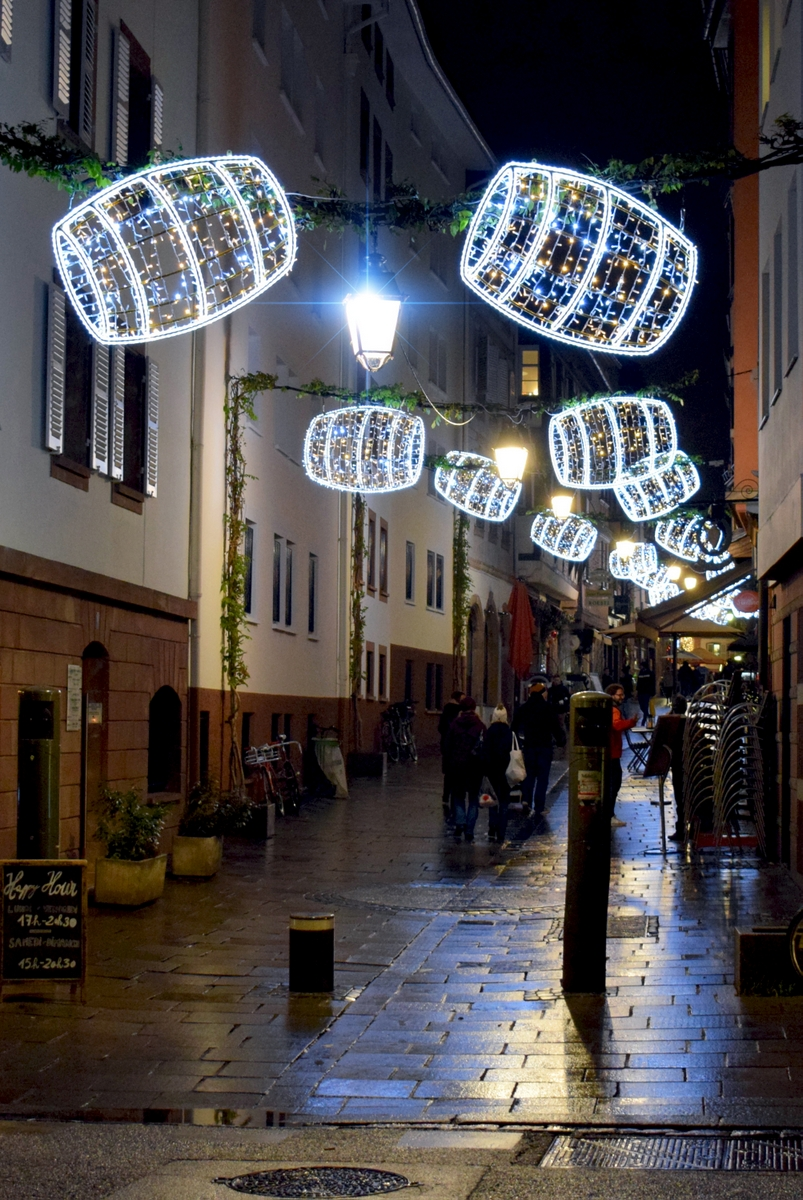 The Christmas barrels of rue des Tonneliers, Strasbourg © French Moments