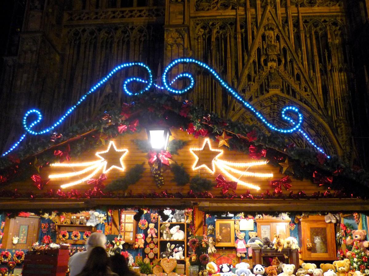 Strasbourg Christmas market on place de la cathédrale © French Moments