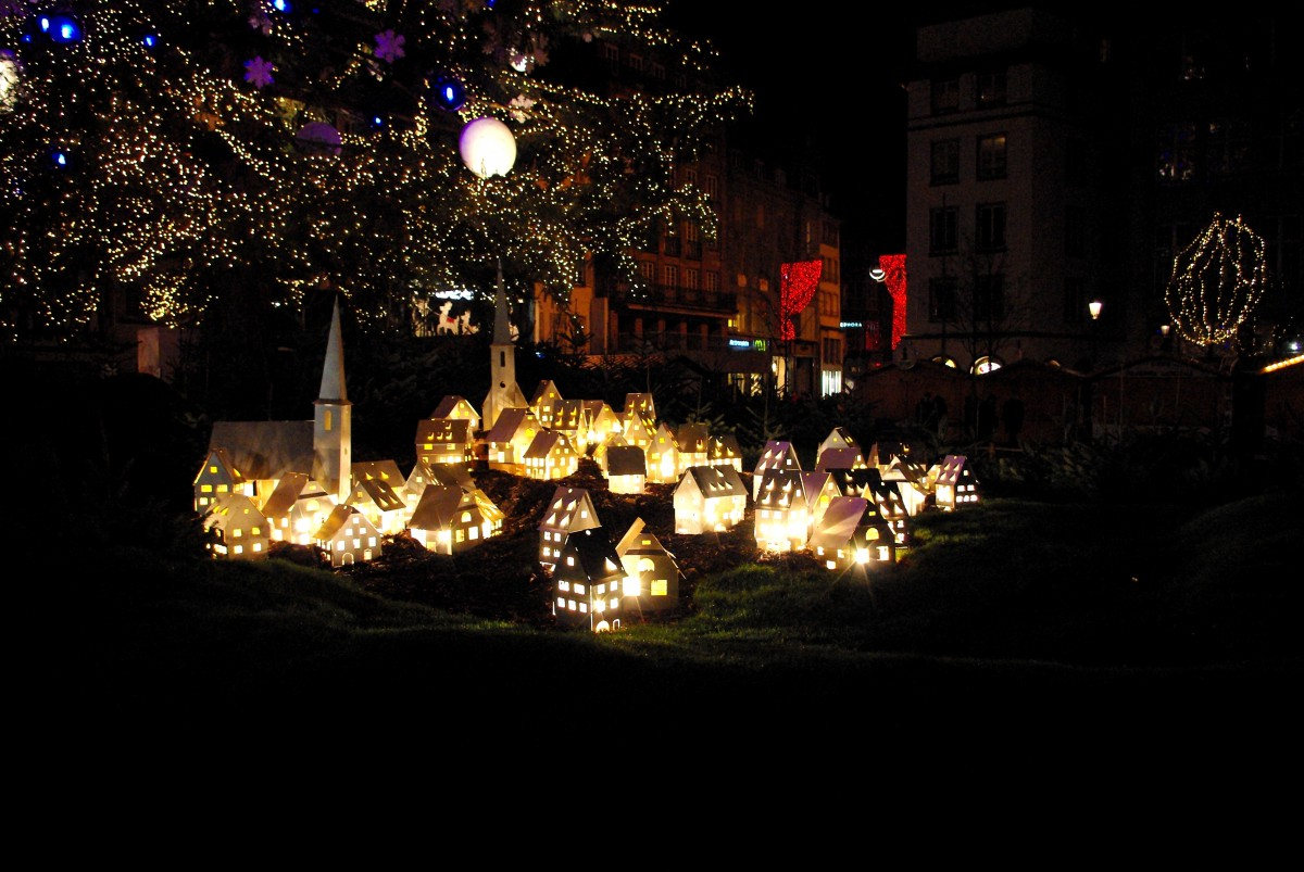 The Alsatian village under the Christmas tree © French Moments