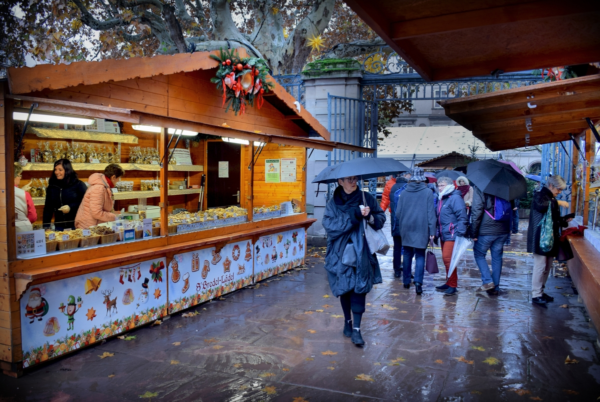 The Alsatian Christmas delicacies market in Strasbourg © French Moments