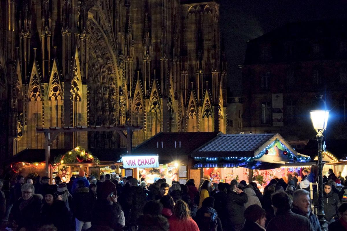 Strasbourg Christmas Market: on place de la Cathédrale © French Moments