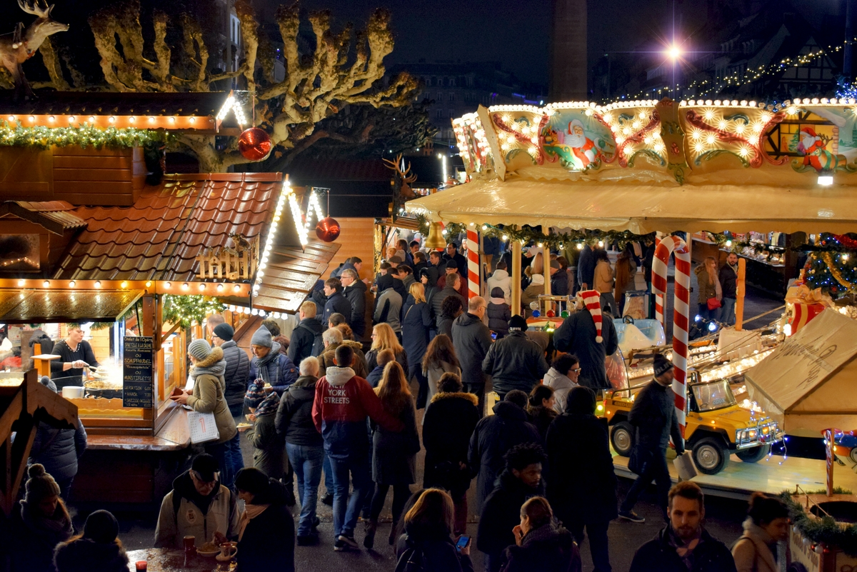 The Christkindelsmärik on place Broglie, Strasbourg © French Moments