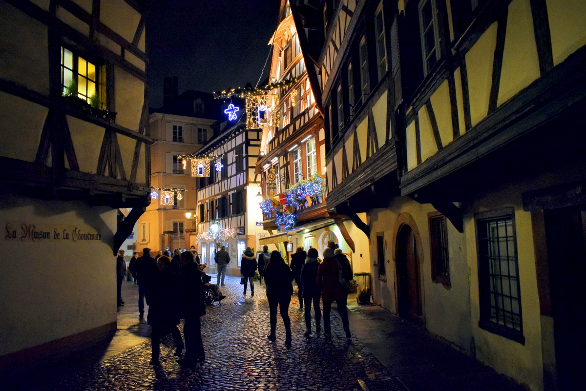 Rue du Bain-aux-Plantes, Christmas in Strasbourg © French Moments