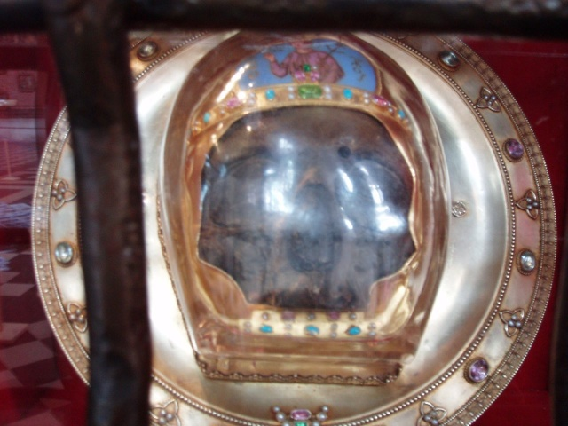 St John the Baptist Relic © Amanda Slater, licence [CC-BY-SA-3.0], from Wikimedia Commons
