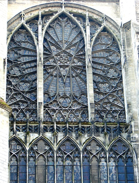 North Transept Rose Window, Amiens Cathedral © Vassil, wikipedia commons