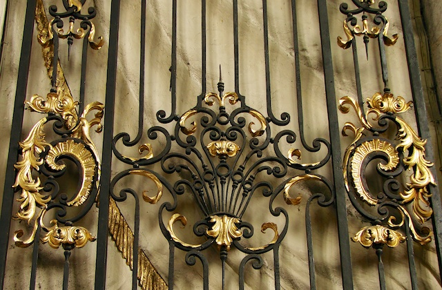 Iron-wrought railings, Amiens Cathedral by Vassil, wikipedia commons