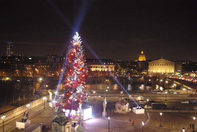 The great Christmas Tree in Place de la Concorde, Paris © French Moments