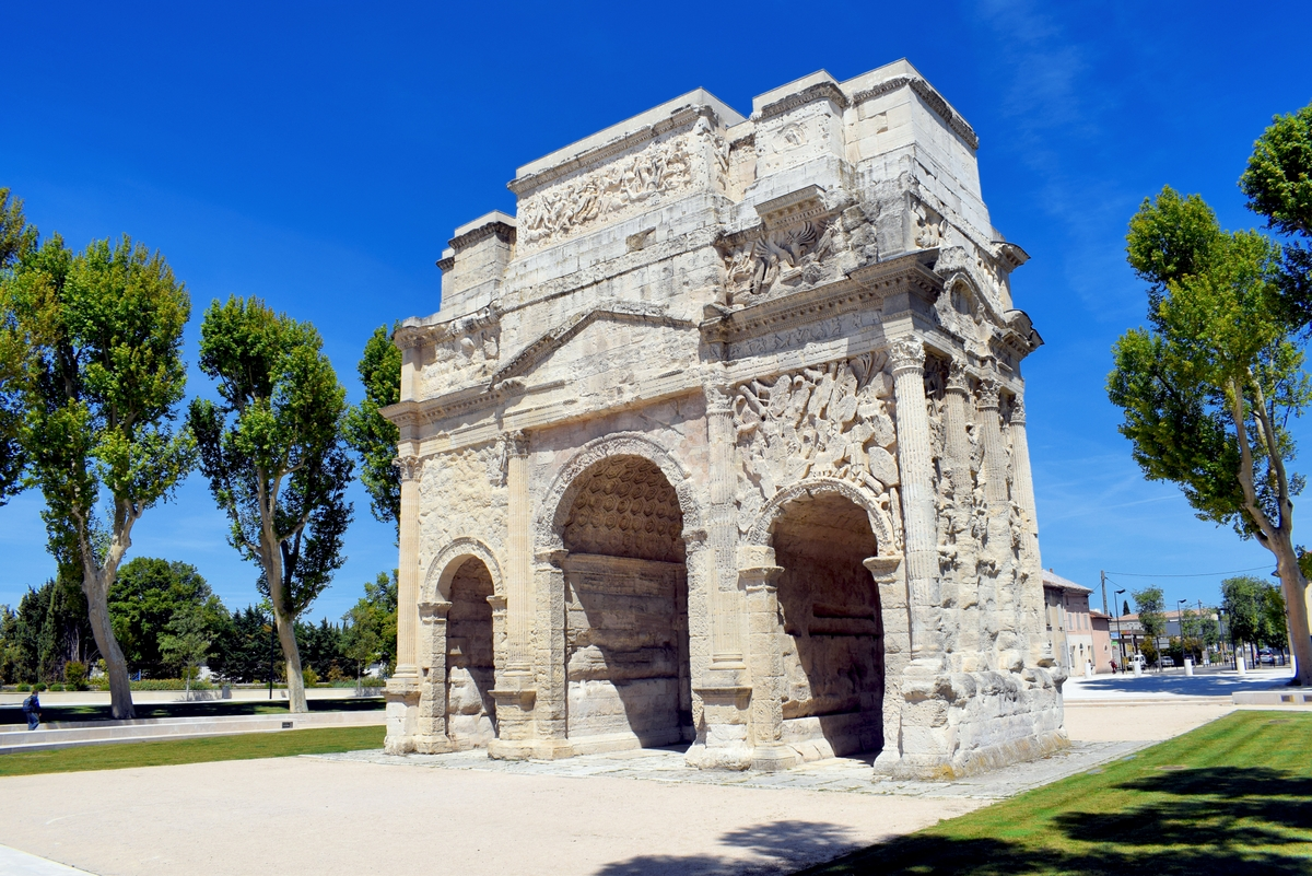 Roman triumphal arch in Orange, Provence © French Moments