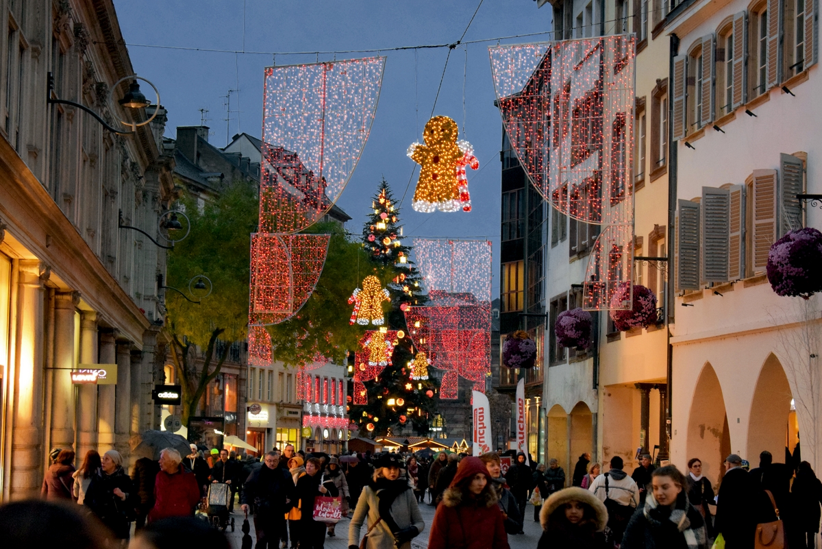 Christmas illuminations on rue des Grandes Arcades, Strasbourg © French Moments
