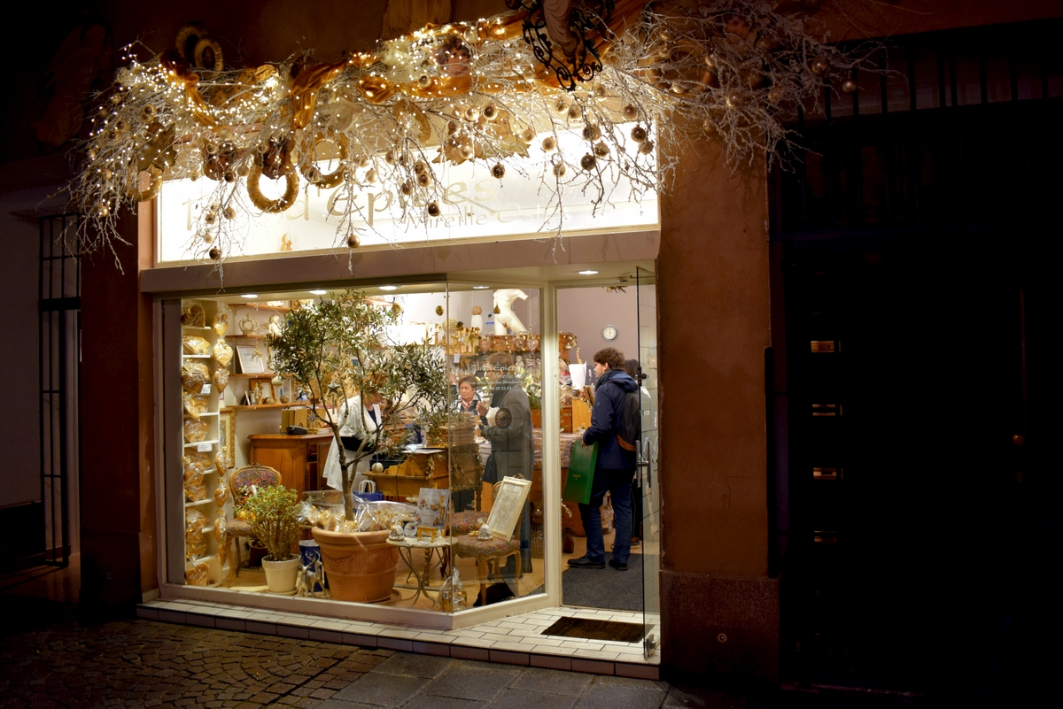Gingerbread store Mireille Oster, rue des dentelles © French Moments