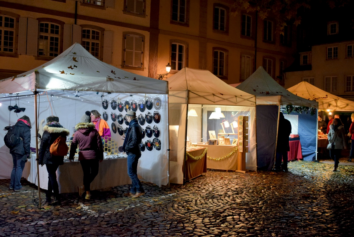 The little Christmas market in place du Marché Neuf, Strasbourg © French Moments