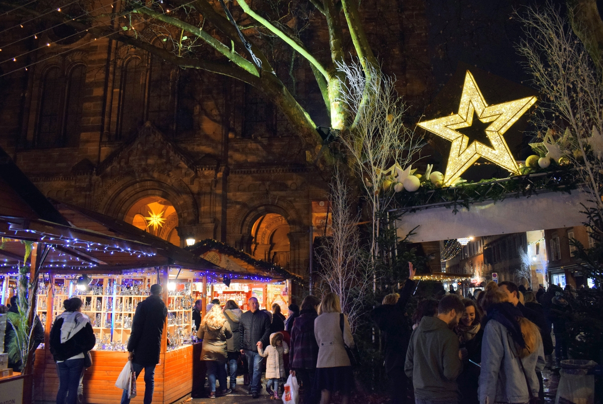 Strasbourg Christmas Market: the Carré d'Or on place du Temple Neuf © French Moments