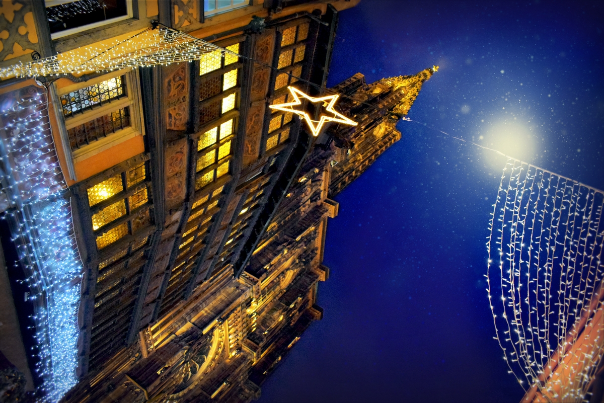 Discover the famous Strasbourg Christmas market © French Moments