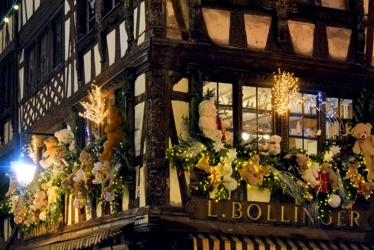 The Christmas decorations at Bollinger's, rue Mercière © French Moments