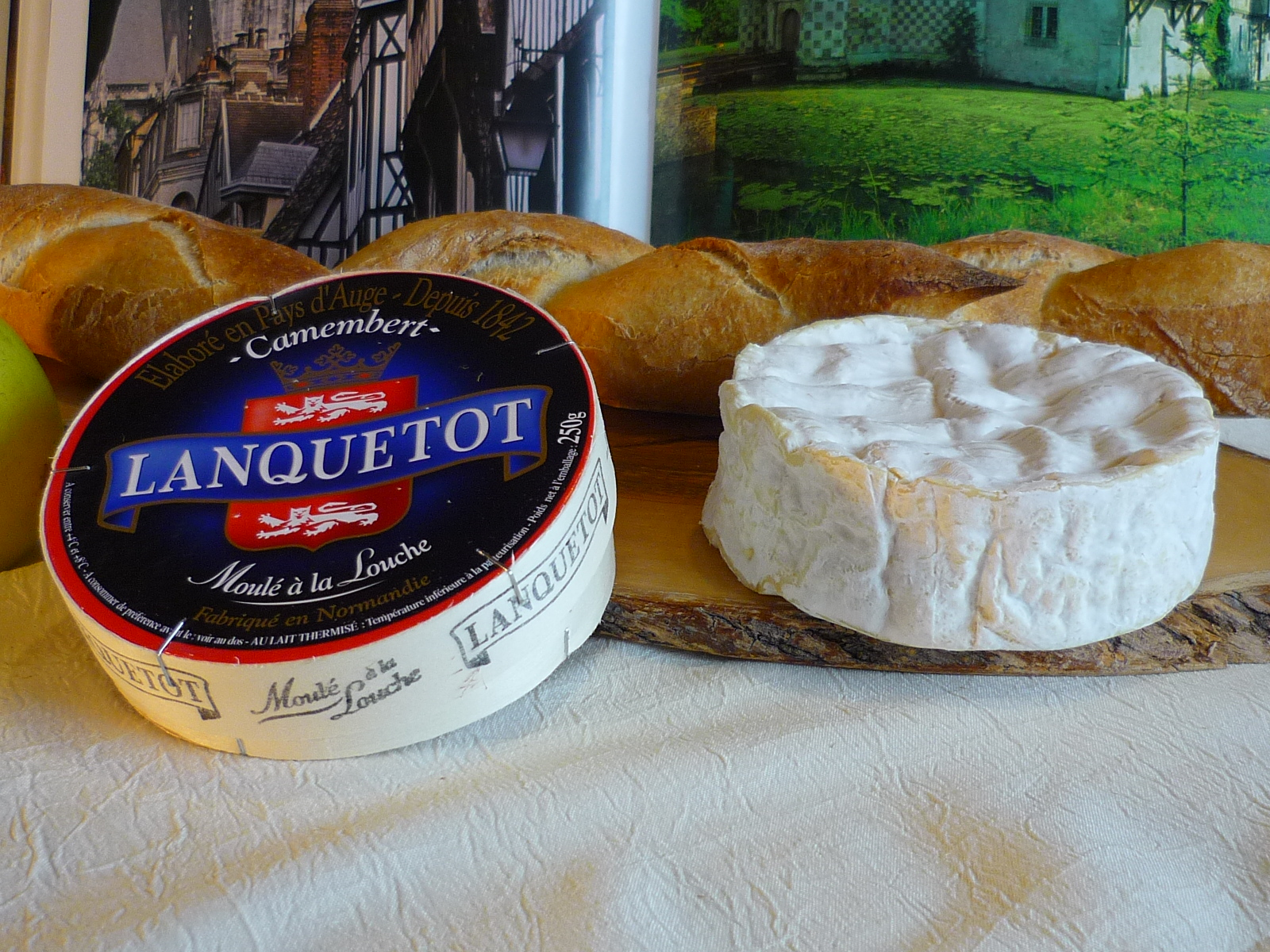 French cheese - Camembert © French Moments