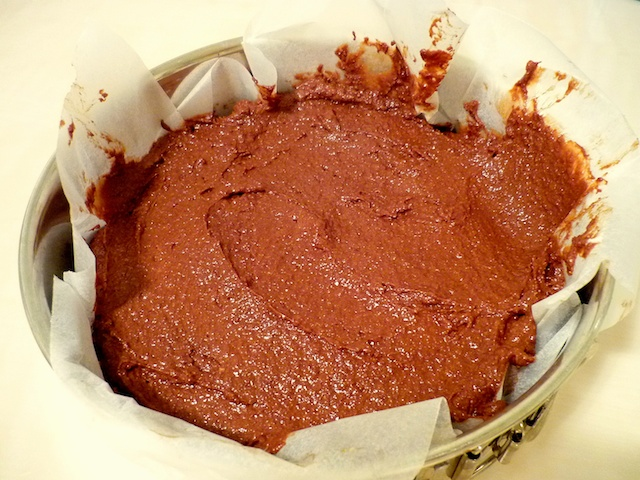 Preparation of the flourless chocolate cake © French Moments