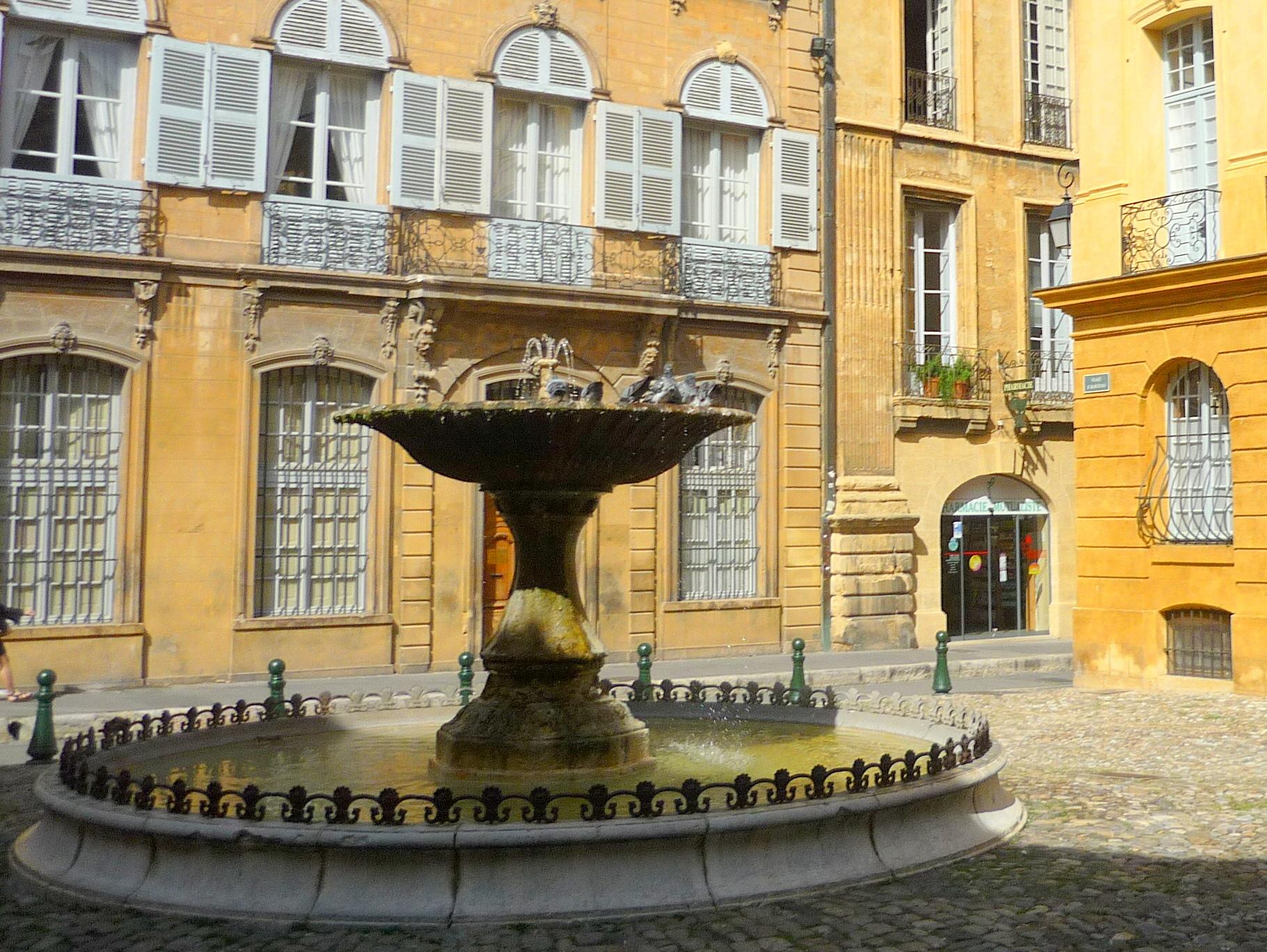 Place d'Albertas, Aix-en-Provence © French Moments