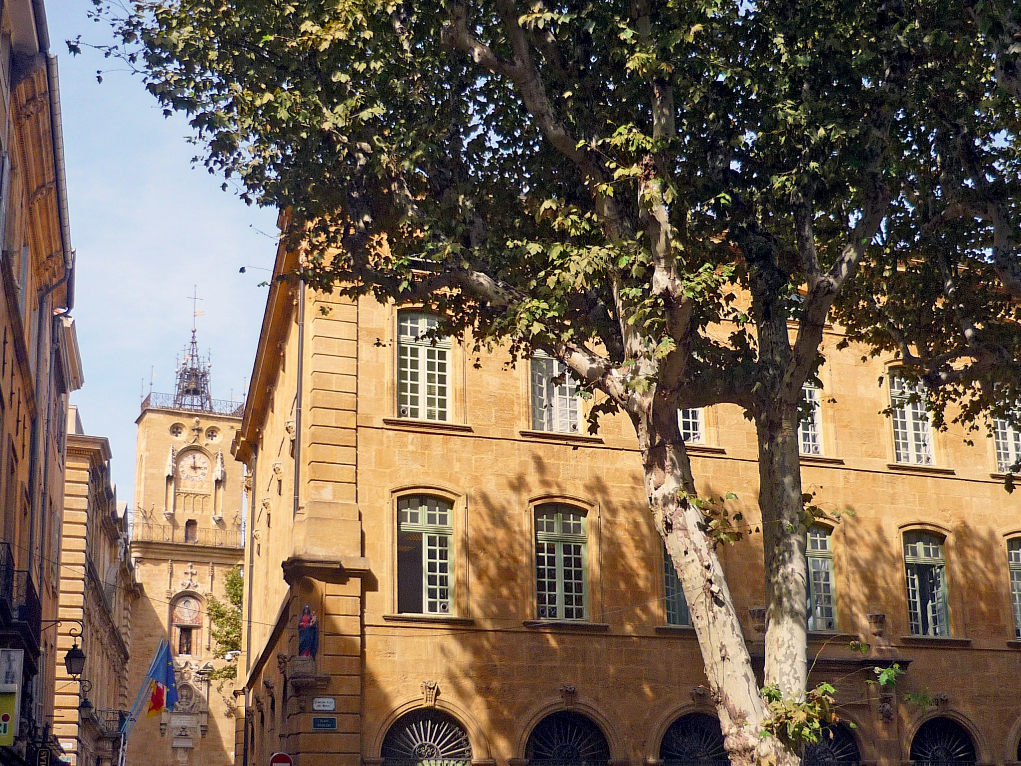 Aix-en-Provence old town © French Moments