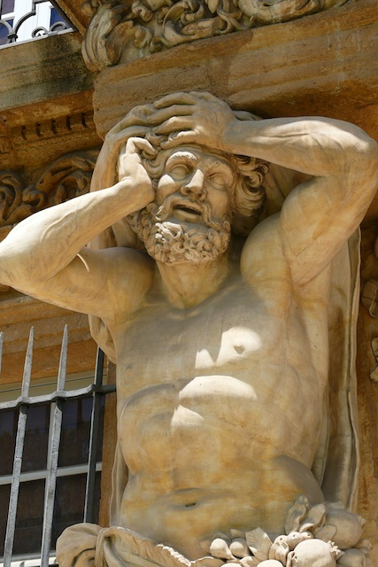 Atlantes of Pavillon Vendôme, Aix en Provence © Hawobo, licence [CC BY-SA 2.0.DE], from Wikimedia Commons
