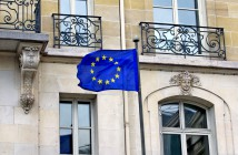 European Flag Paris © French Moments