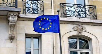 European Flag Paris © French Moments