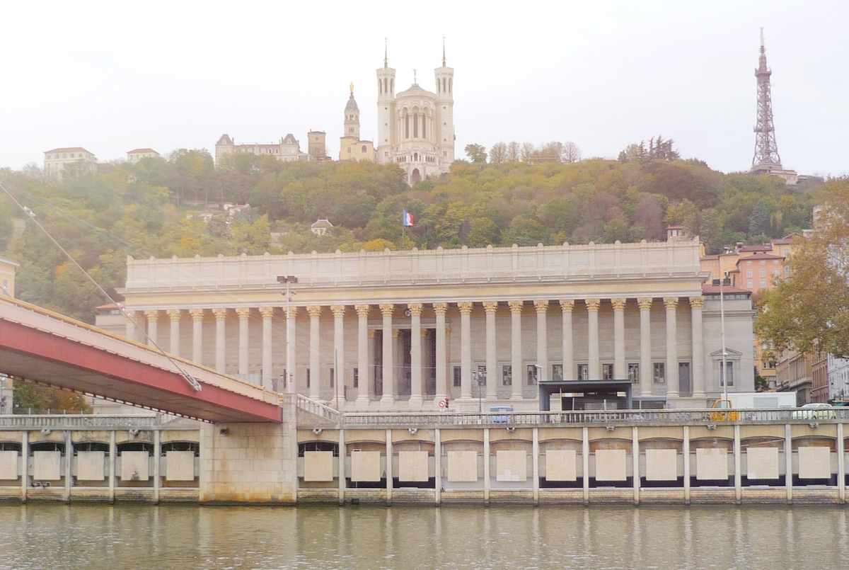 Palace of Justice by the Saône © French Moments