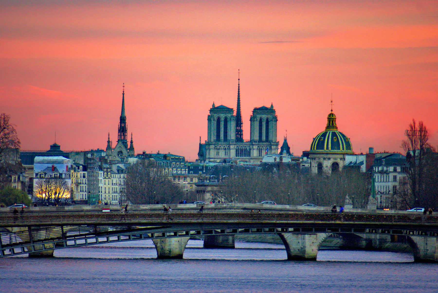 The Banks of the River Seine at dusk © French Moments