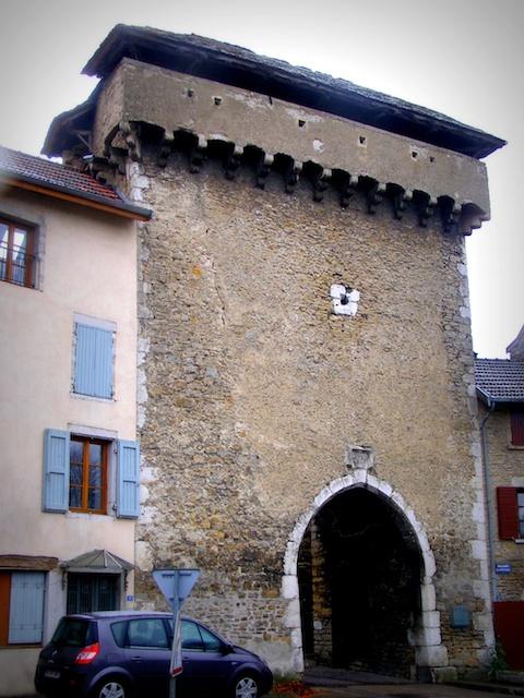 Crémieu Porte François 1er © Daniel Culsan licence [CC BY-SA 3.0], from Wikimedia Commons