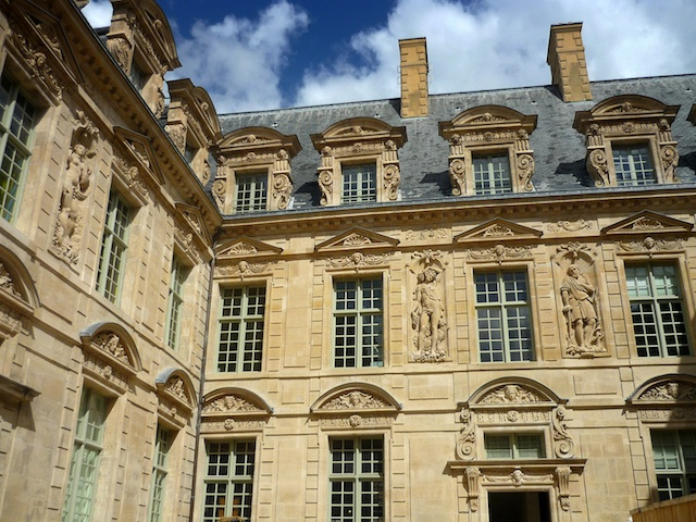 Hôtel de Sully © French Moments