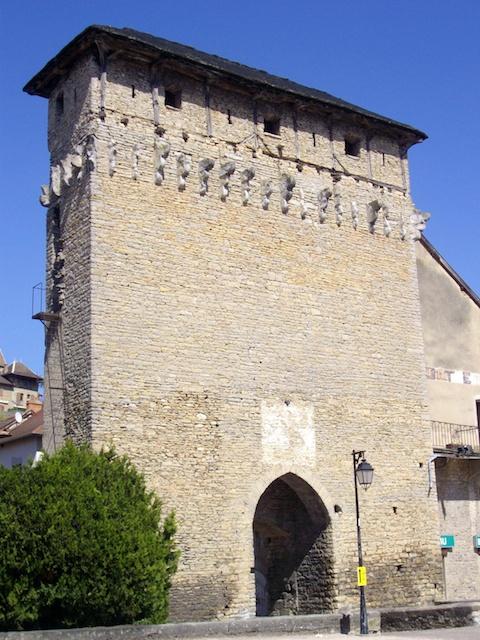 Porte de Lyon Crémieu © Charlotte de Savoie licence [CC BY-SA 3.0], from Wikimedia Commons