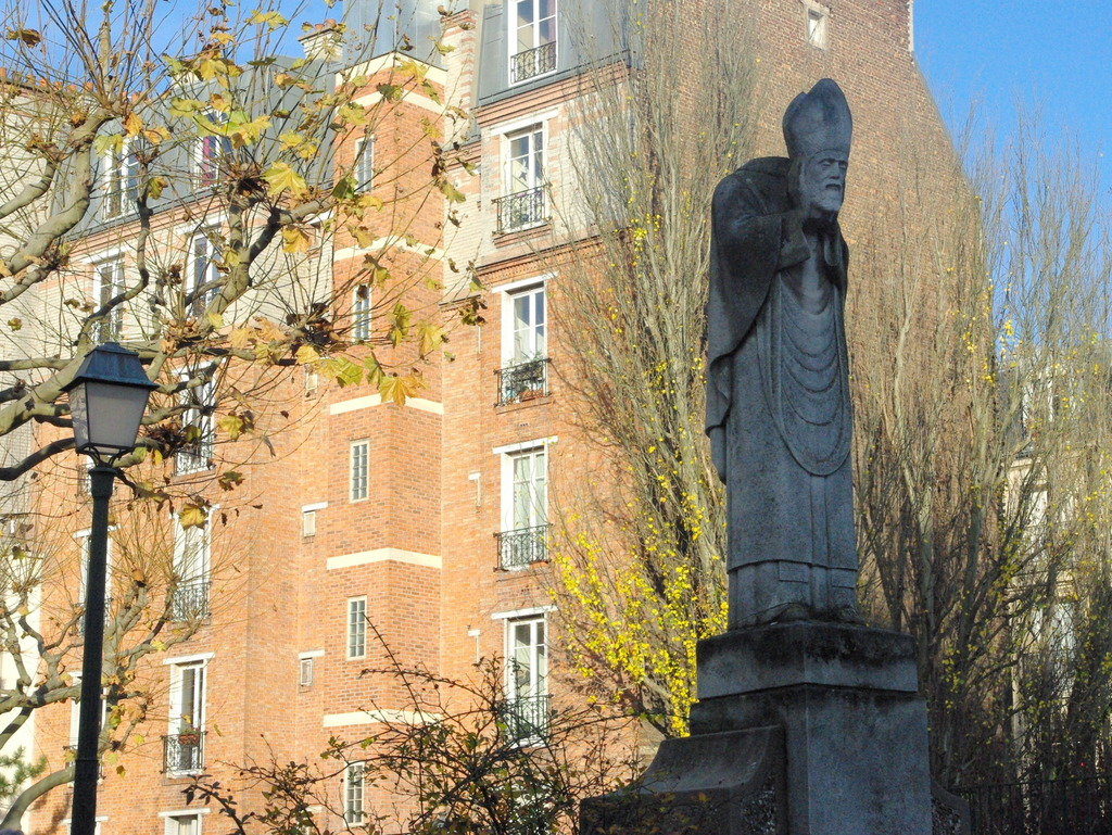 Parks and Gardens of Paris: St Denis in Square Suzanne Buisson © French Moments