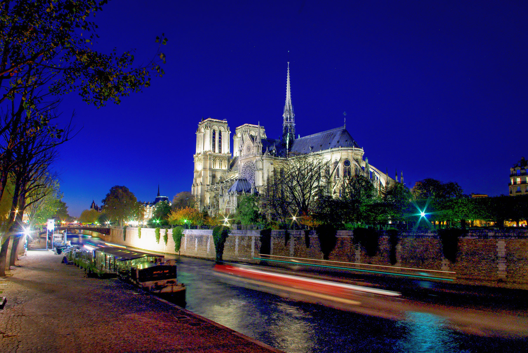 Things to see and do in Paris - Notre-Dame © French Moments
