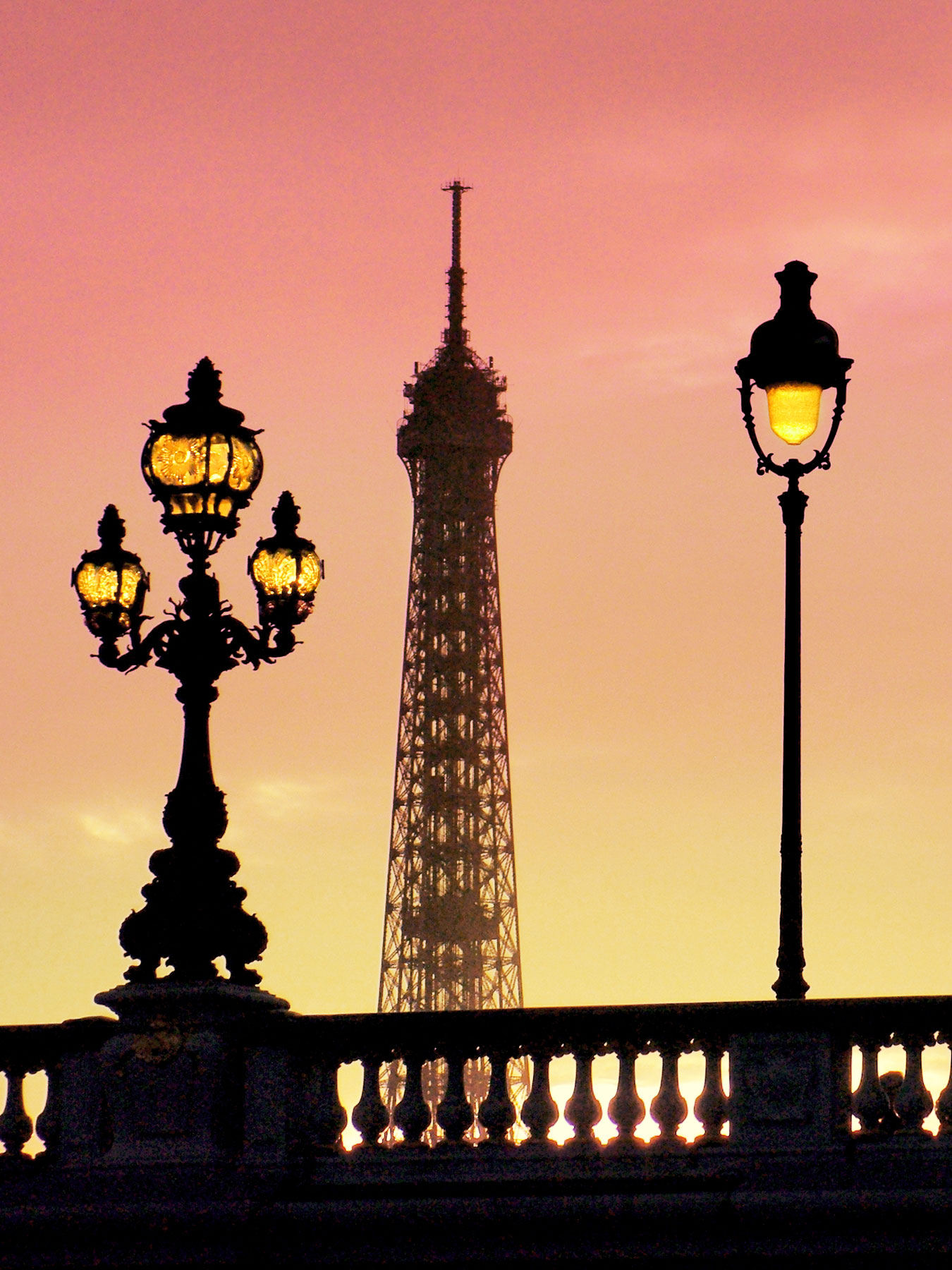 Facts about Paris - the Eiffel Tower © French Moments