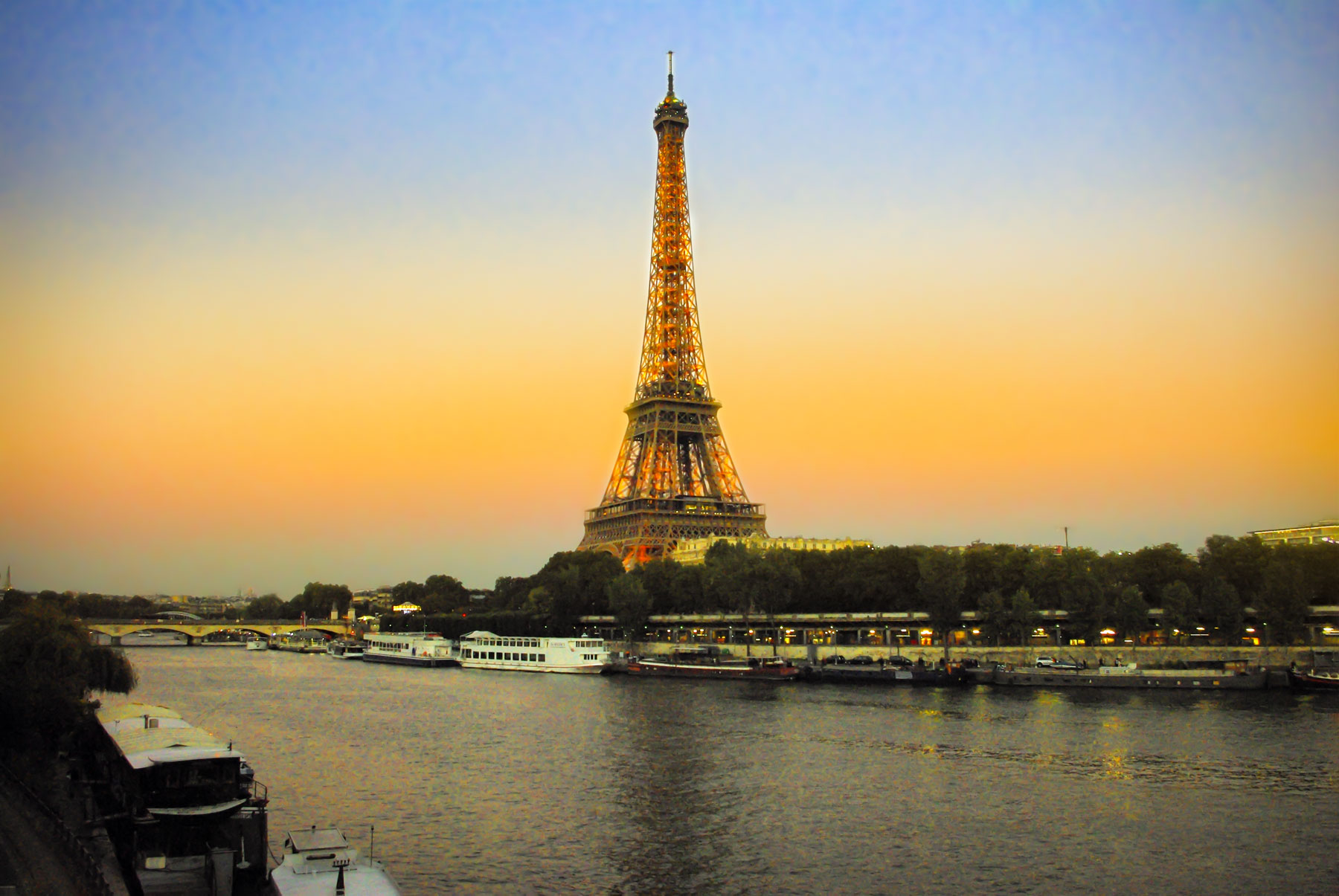 Eiffel Tower sunset © French Moments