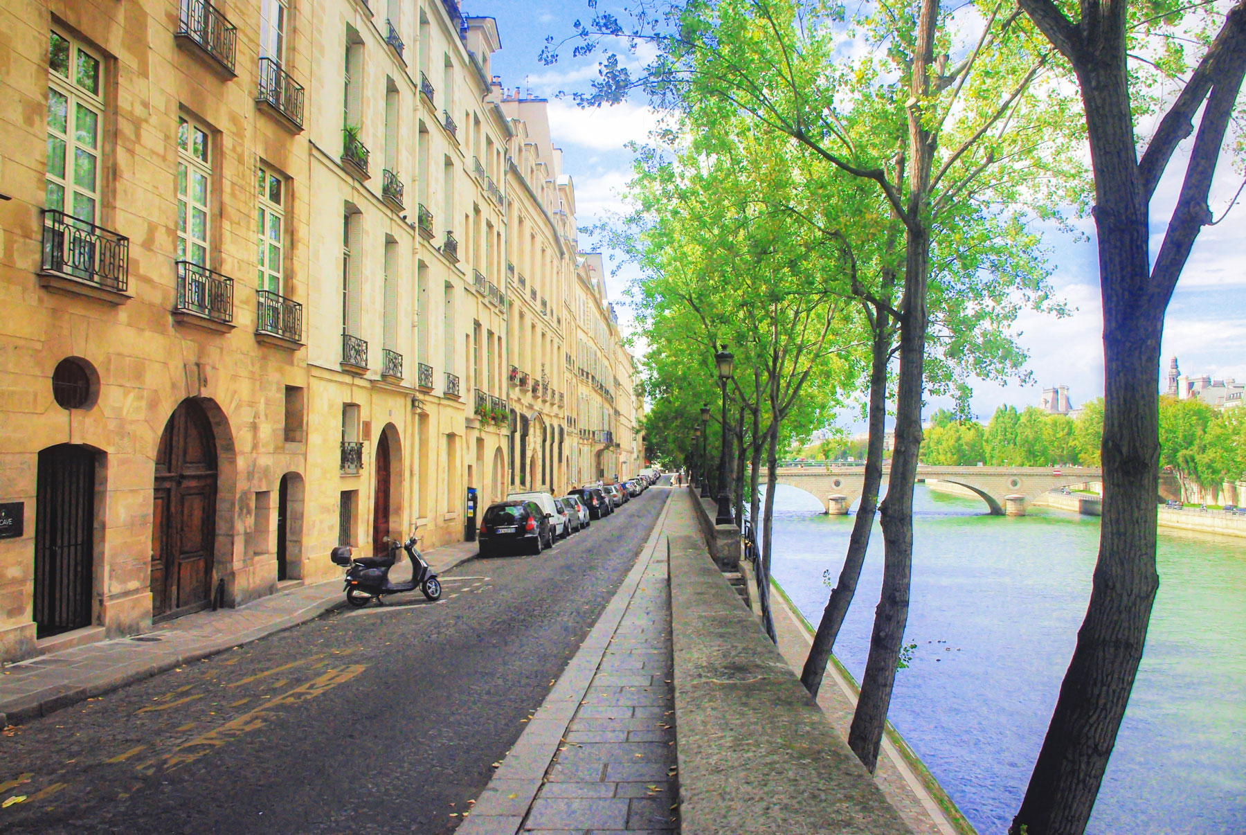 Spring on the Ile Saint-Louis © French Moments