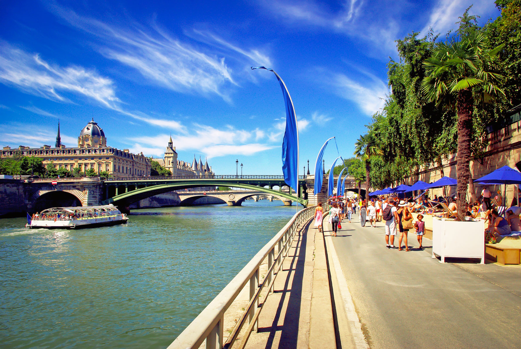 Seasons of the year in France - Summer in Paris