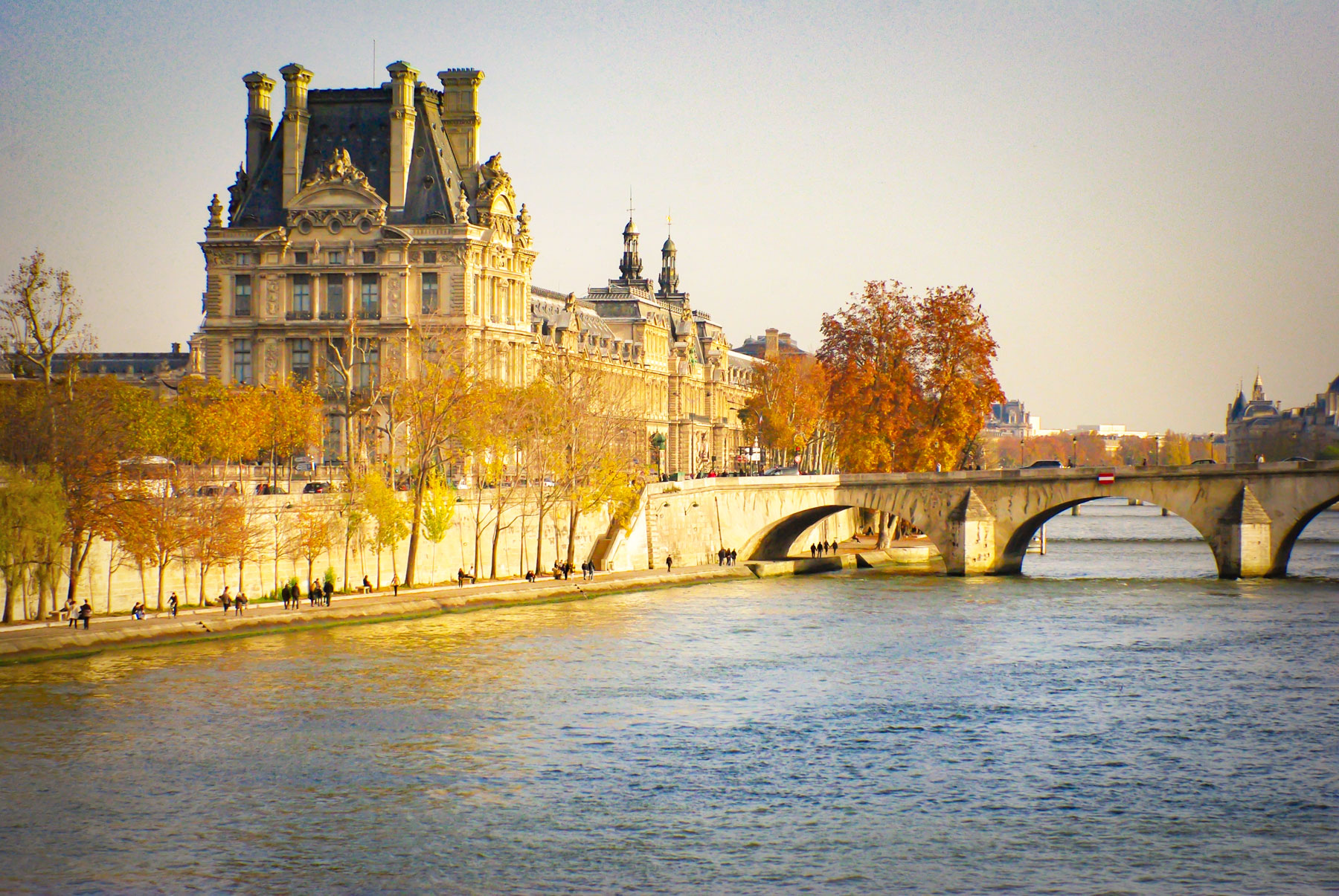 The Louvre in Autumn © French Moments