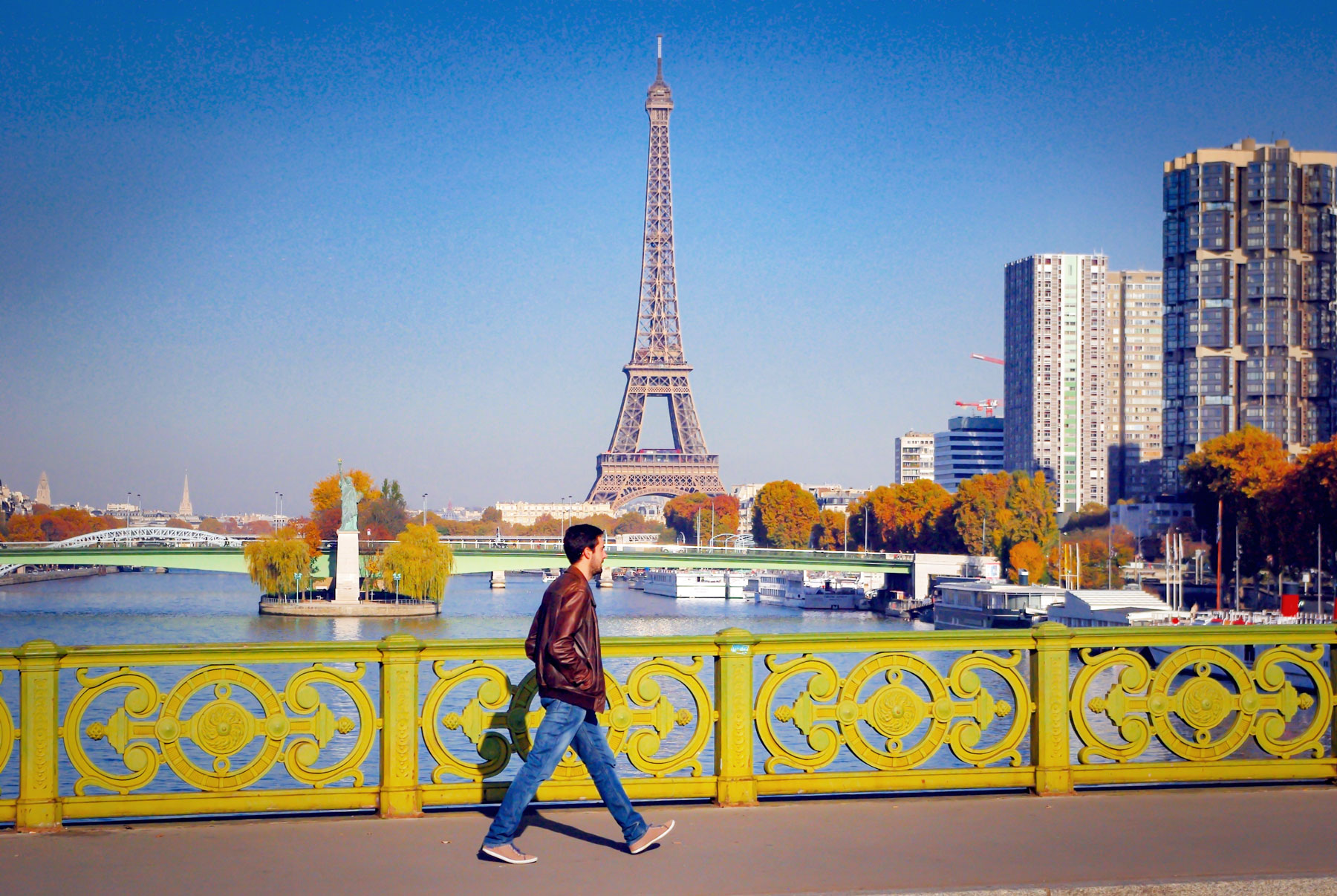 Pont Mirabeau in Autumn © French Moments