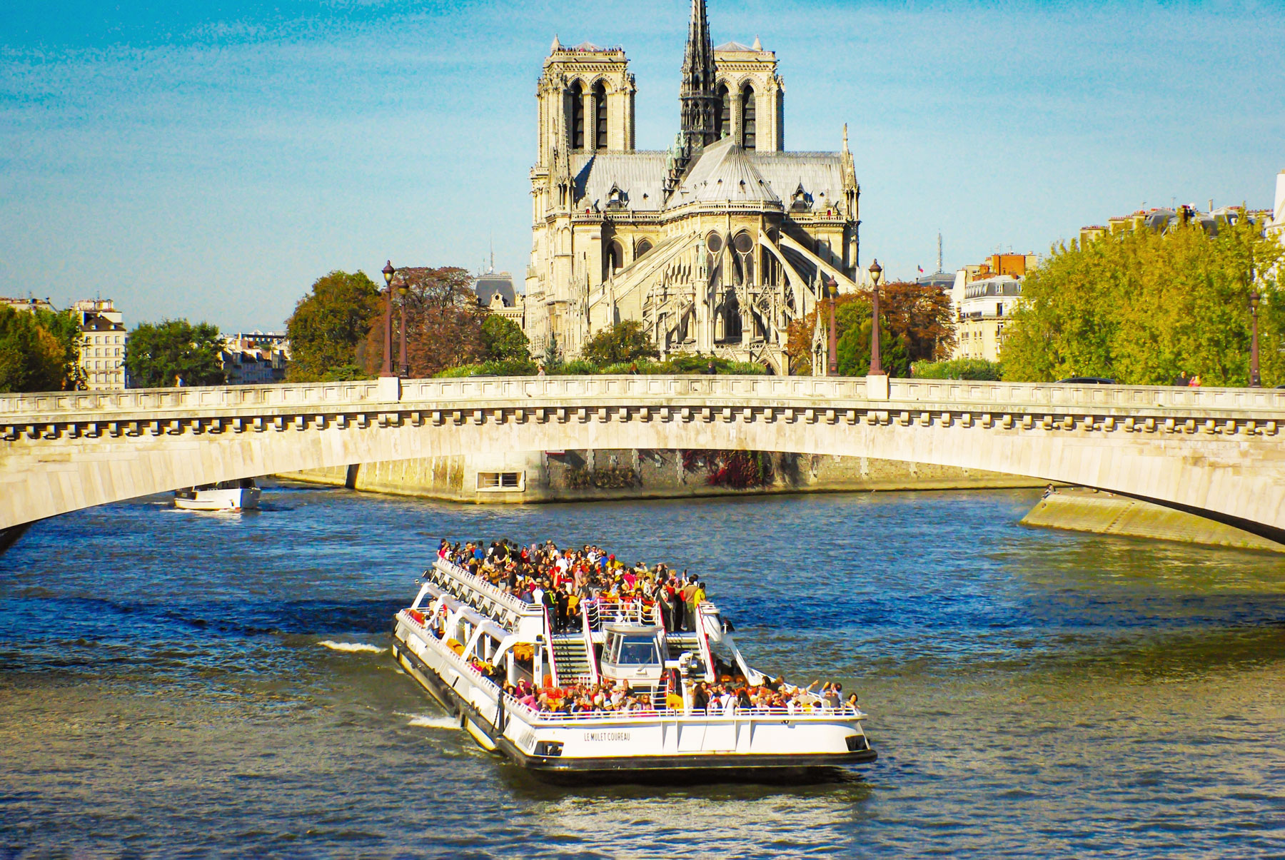 Things to see and do in Paris - River Cruise on the Seine © French Moments