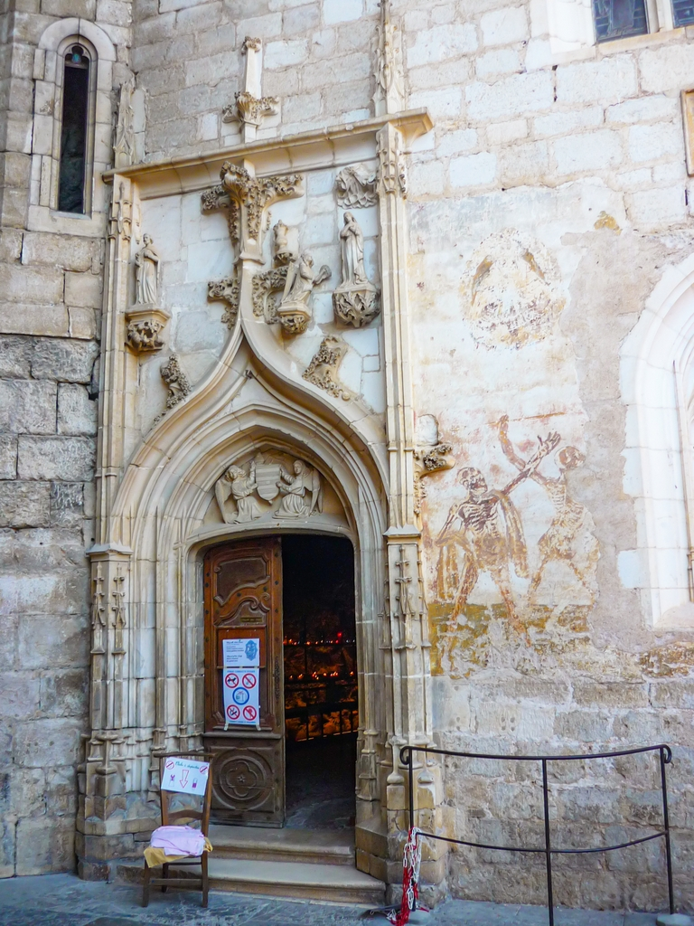 Entrance to Notre-Dame Chapel and the Macabre dance fresco from the 13th C © French Moments