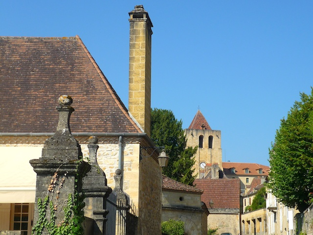 In the old town of Saint-Cyprien © French Moments