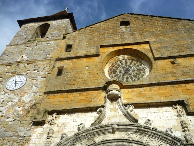 Façade of St. Dominique Church, bastide of Monpazier © French Moments