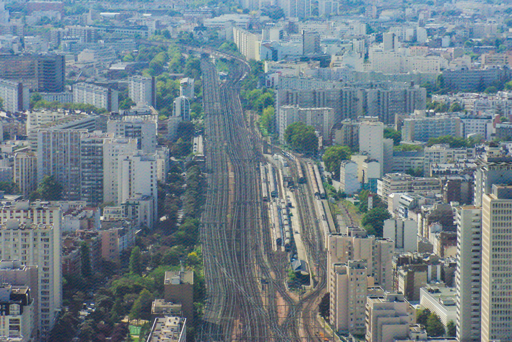 The railway tracks leading to Gare Montparnasse © French Moments