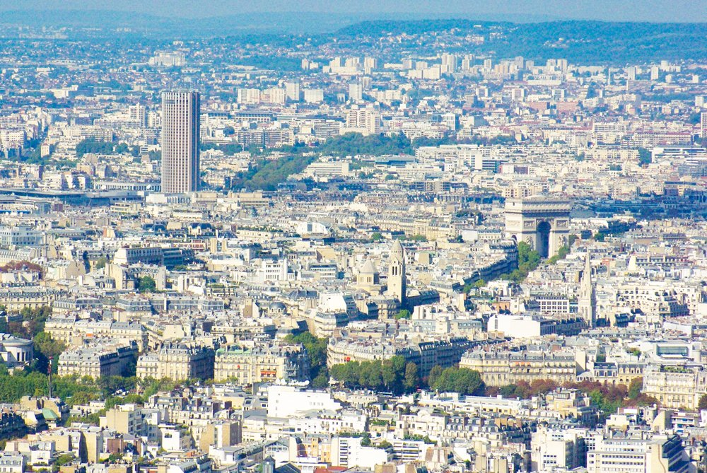 Tour Montparnasse - From Porte Maillot to the Arc de Triomphe © French Moments