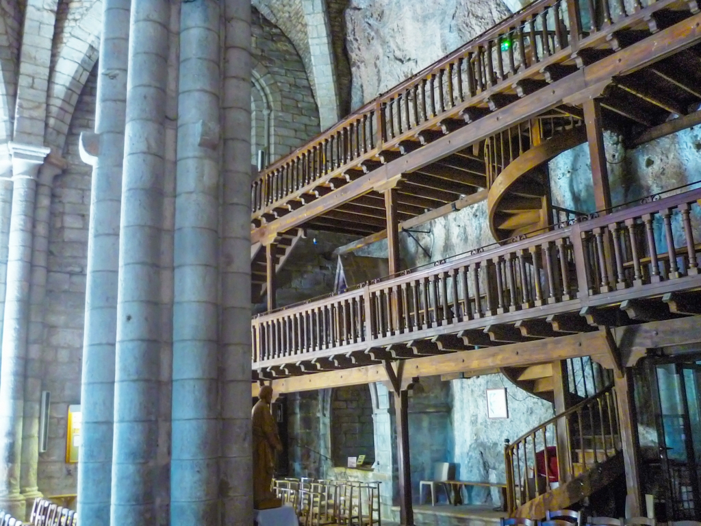 The wooden mezzanine inside the basilica of Rocamadour © French Moments