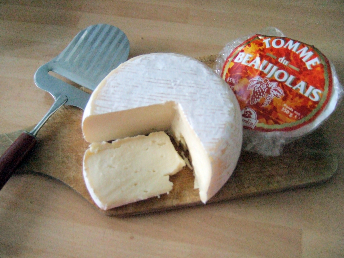 Tomme du Beaujolais © Stevage - licence [CC BY 2.5] from Wikimedia Commons